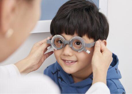 子どもの視力とメガネ